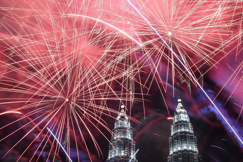 7786534179_feux-d-artifice-pour-le-nouvel-an-2017-a-kuala-lumpur-en-malaisie